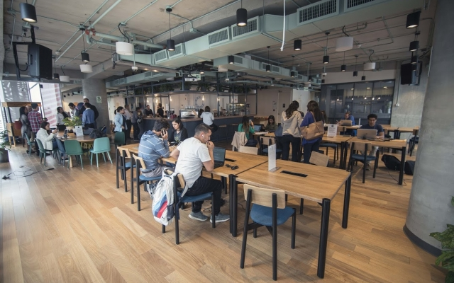 ¡Para innovar y crecer! Grandes empresas migran a espacios de trabajo colaborativos